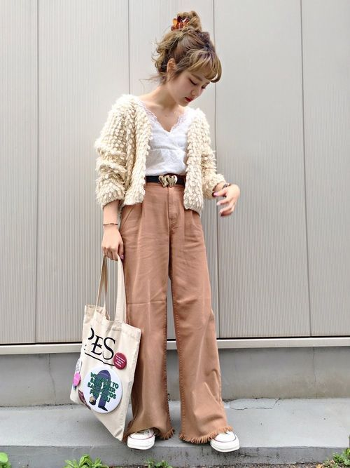 Japanese fashion trend in 2018 white color example 4