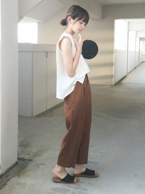 Japanese fashion trend in 2018 white color example 5